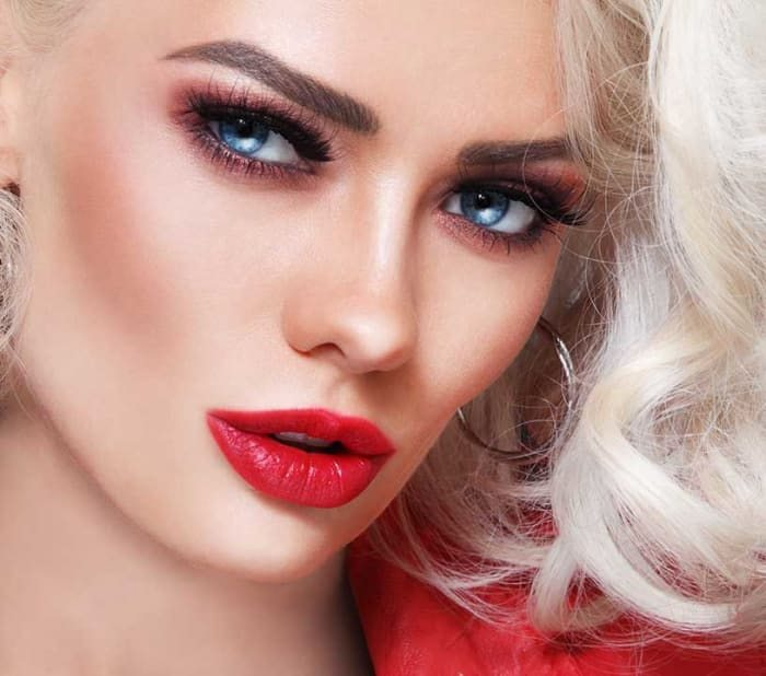 How To Get Platinum Blonde Hair & Maintain An Icy Color