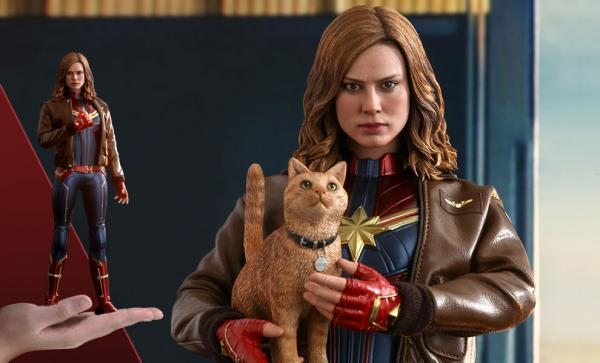 FREE U.S. Shipping Captain Marvel Deluxe Version Sixth Scale Figure by Hot Toys