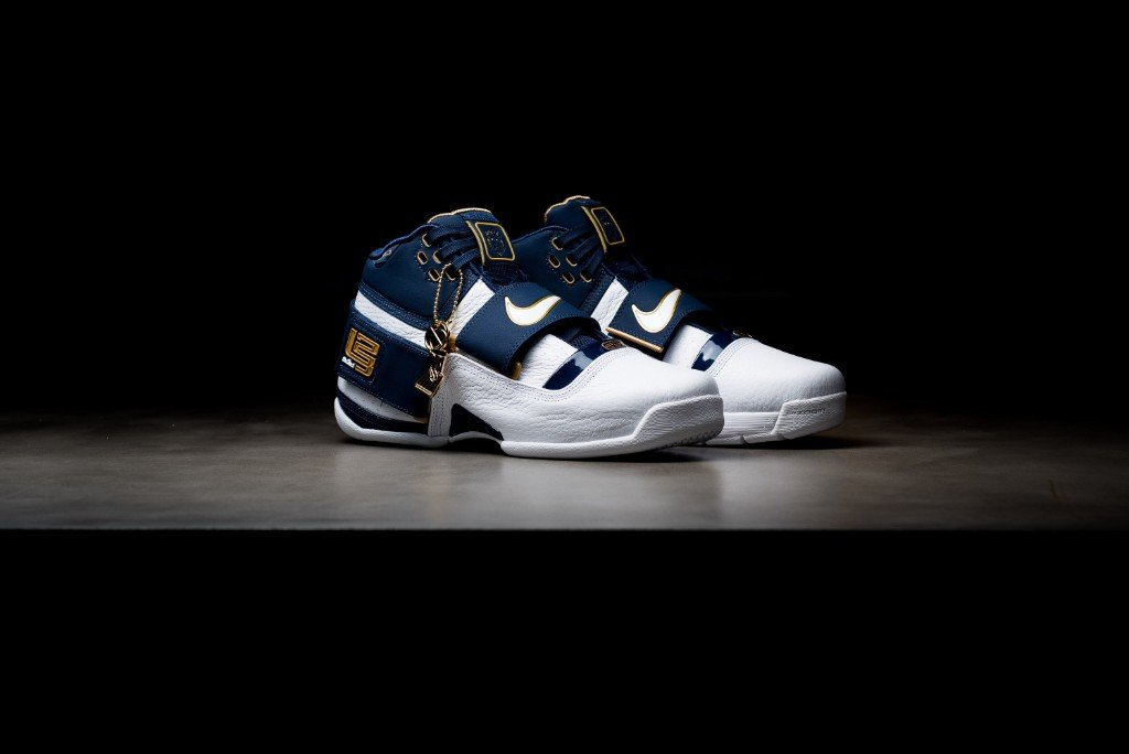 NIKE ZOOM LEBRON SOLDIER CT16 QS - 25