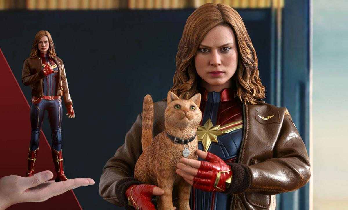 Captain Marvel Deluxe Sixth Scale Figure by Hot Toys