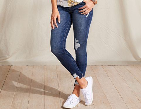 model wearing maurices clothing